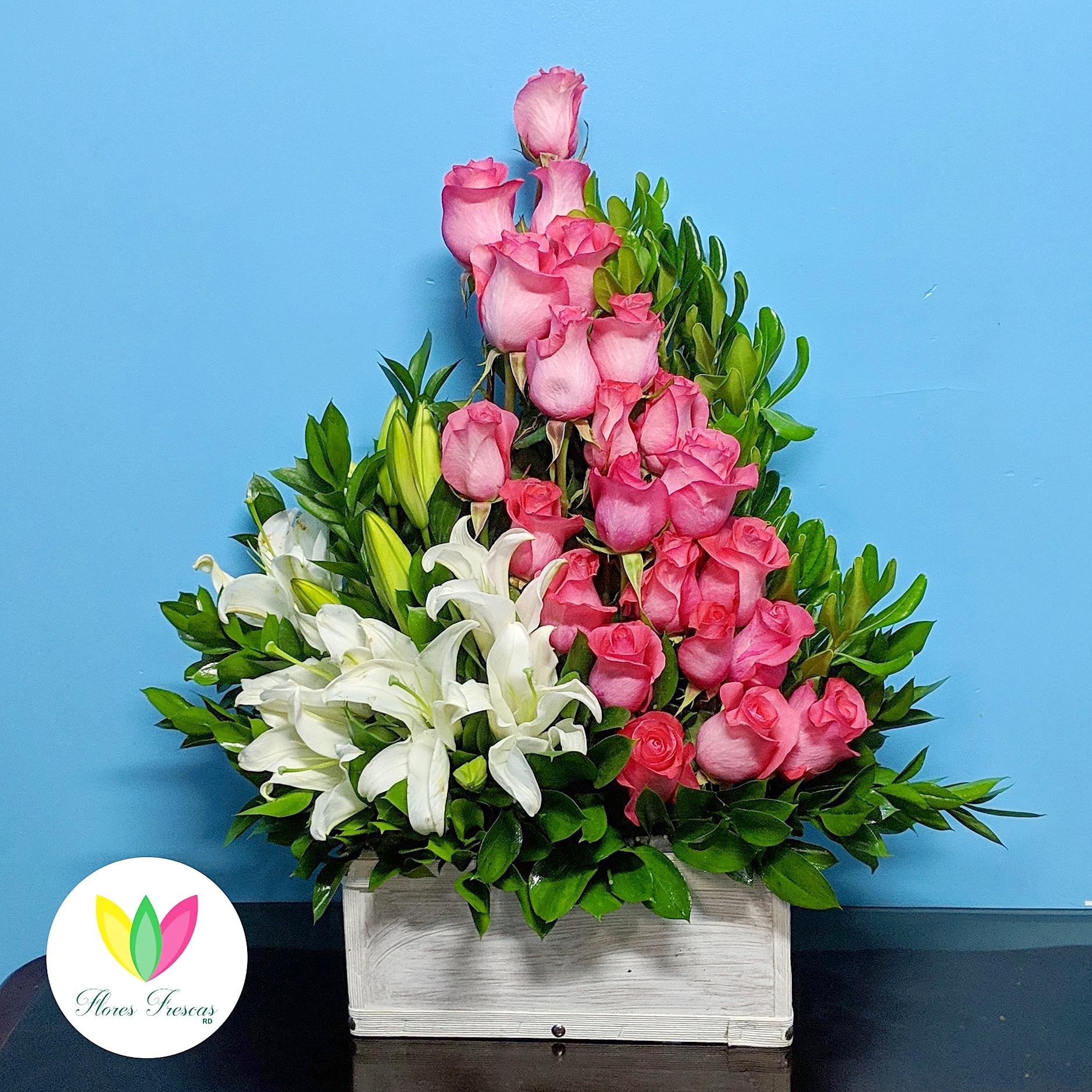 Arreglo Floral Rosas Y Lilium Flores Frescas República